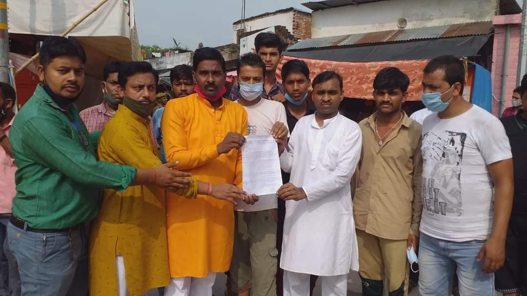 व्यापारियों ने रामलला के सामने गुहार लगाकार कहा कि इस विकास से हम व्यापारियों के उजड़ने का खतरा बढ़ता चला जा रहा है। - Dainik Bhaskar