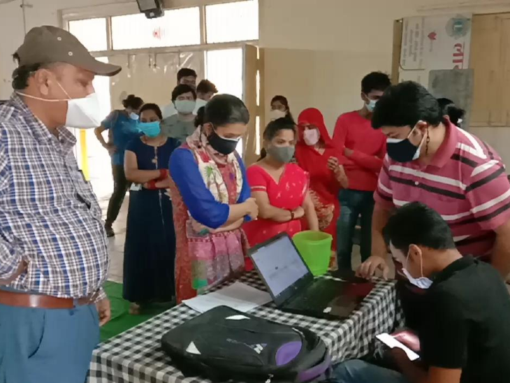 रतलाम शहर सहित जिले में 69 केंद्रों पर लगाए जाएंगे कोविशिल्ड के टीके, वैक्सीन के पहले डोज के लिए करवाना होगा ऑनलाइन रजिस्ट्रेशन रतलाम,Ratlam - Dainik Bhaskar
