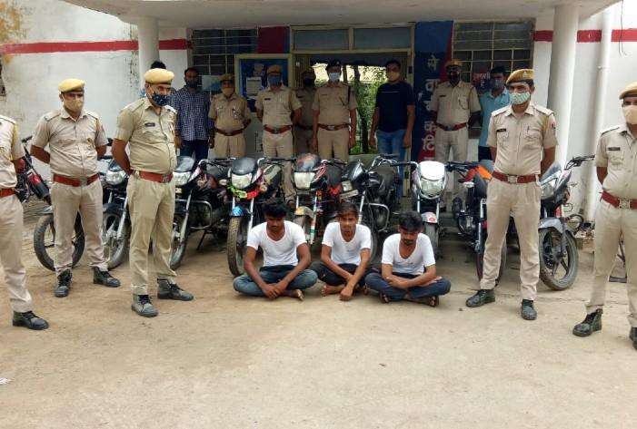 MP के जिलों से चुराई 9 बाइक बरामद, रैकी कर वारदात को अंजाम देते थे, जरूरतमंद को 5-5 हजार में करते थे बेचान, बाइक से पार्ट्स खोलकर बेचने वाला मिस्त्री भी पकड़ा|कोटा,Kota - Dainik Bhaskar