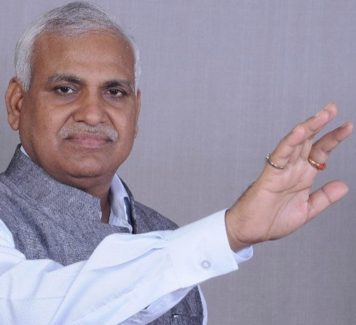 तत्कालीन खनन मंत्री बाबू सिंह कुशवाहा