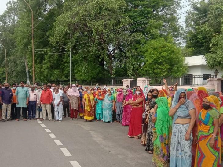 कलेक्टर के सरकारी आवास के पीछे बसी कॉलोनियों में पेयजल संकट, महिलाएं बोली कोई सुध नहीं ले रहा|अलवर,Alwar - Dainik Bhaskar