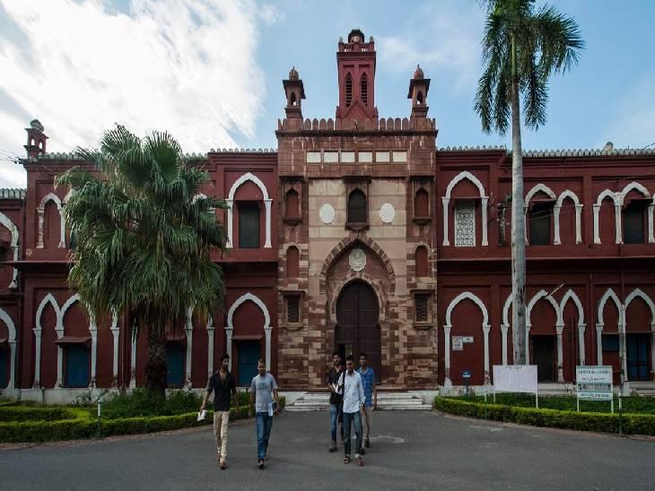 अभिषेक का मित्र एएमयू में पढ़ाई कर रहा है और यहां हॉस्टल में रहता है। कुछ दिन पहले अभिषेक अपने दोस्त से मिलने अलीगढ़ आया था। वह अलीगढ़ में ही अपने दोस्त के साथ एएमयू के हॉस्टल में रुका हुआ था। - Dainik Bhaskar