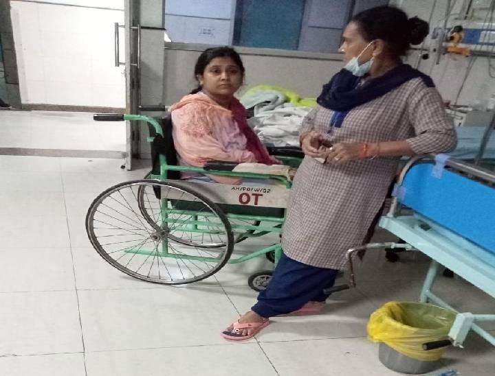 बच्ची के बचाव में घायल हुई रेशमा को अस्पताल ले जाया गया