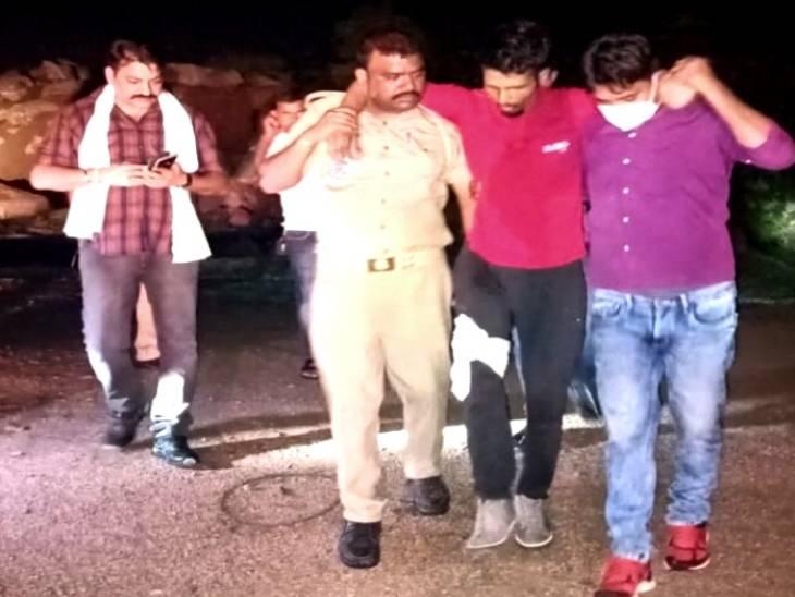 पुलिस ने बुधवार रात तकरीबन 12 बजे बदमाश सुनील शर्मा को मुठभेड़ के बाद पकड़ लिया। - Dainik Bhaskar