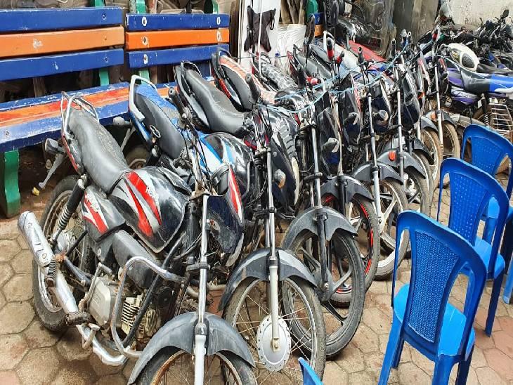 पलक झपकते चुरा लेते थे बाइक, कागज गायब होने की बात कह 10-15 हजार में बेच देते थे, महंगे शौक पूरे करने के लिए करते थे चोरी जबलपुर,Jabalpur - Dainik Bhaskar