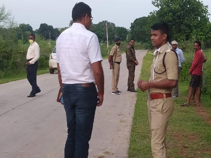 घटनास्थल पर पहुंचे पुलिस के आला अधिकारी। - Dainik Bhaskar