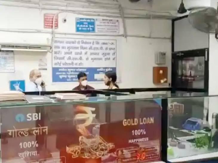 कैशियर के पीछे रखी थी नोटों की गड्डी, चोर थैले में भरकर हो गया फरार; गार्ड को नहीं लगी भनक|मुरादाबाद,Moradabad - Dainik Bhaskar