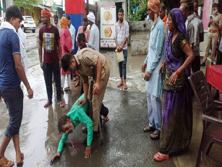 शाहजहांपुर में बेटे के लिए इंसाफ मांगने परिजन पहुंचे थे थाने, पुलिस के सुनवाई न करने पर किया हंगामा; बहन हुई बेहोश तो पिता हुआ घायल बरेली,Bareilly - Dainik Bhaskar