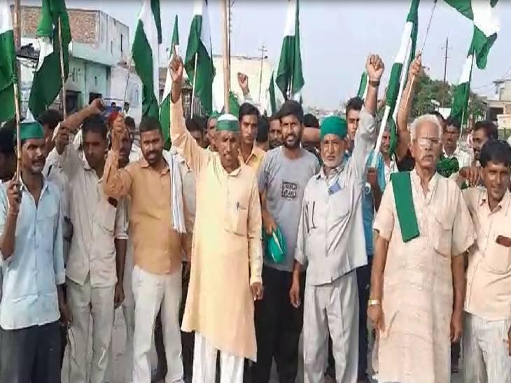 दैनिक भास्कर ग्रुप व एक टीवी चैनल पर हुई ईडी की छापेमारी का हुआ विरोध, किसान नेता बोले- मीडिया की आवाज दबाने की हो रही कोशिश|मुरादाबाद,Moradabad - Dainik Bhaskar