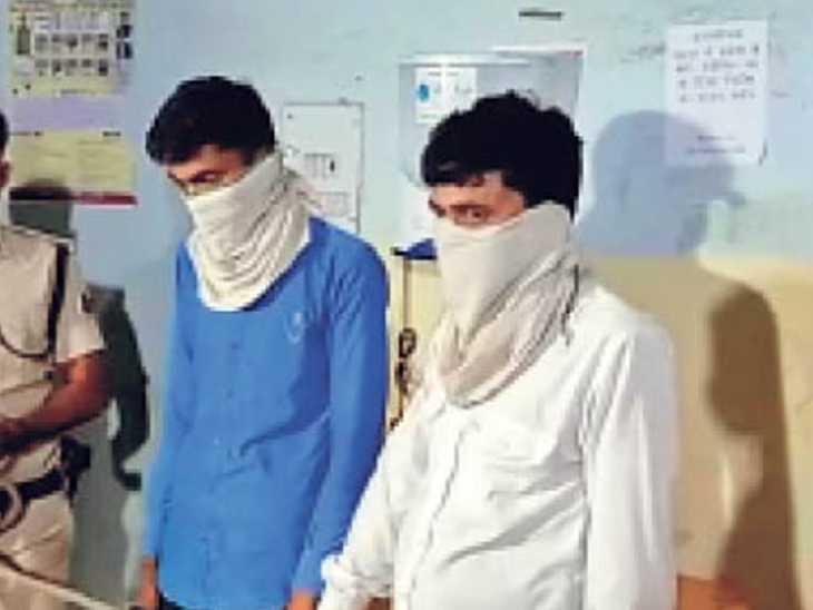 अनीसाबाद स्थित फर्जी एक्सचेंज मामले में गिरफ्तार दो शातिर। - Dainik Bhaskar