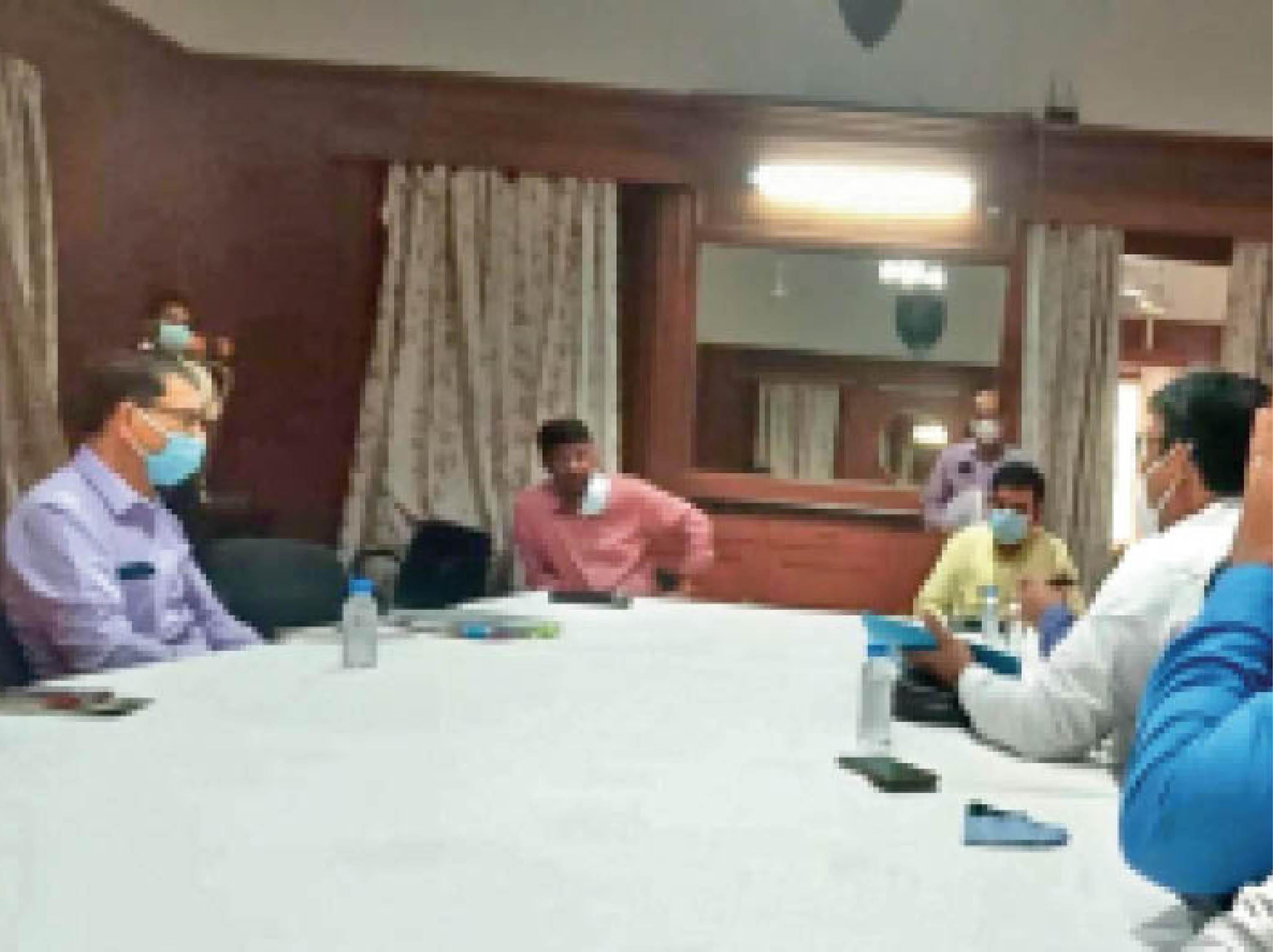सरकार ने फीस नहीं बढ़ाने को कहा तो अन्य तरह से स्कूल कर रहे हैं वसूली - Dainik Bhaskar
