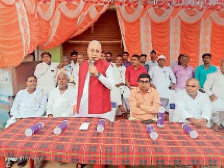 कार्यक्रम को संबोधित करते पूर्व सांसद डाॅ. जगदीश शर्मा। - Dainik Bhaskar