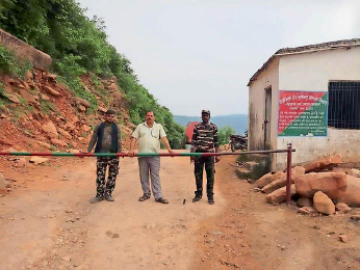 गुप्ता धाम के रास्ते पर तैनात पुलिस। - Dainik Bhaskar