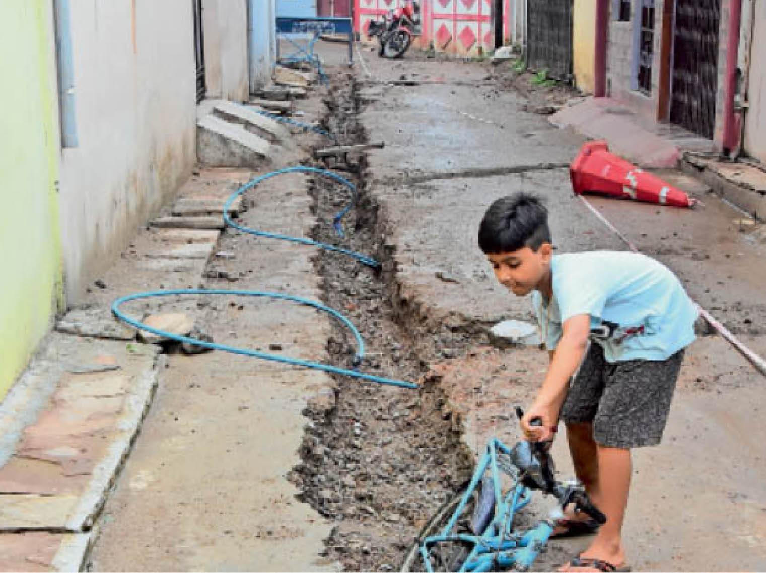 गुरुगोविंद सिंह वार्ड: बच्चों को हादसे का डर - Dainik Bhaskar