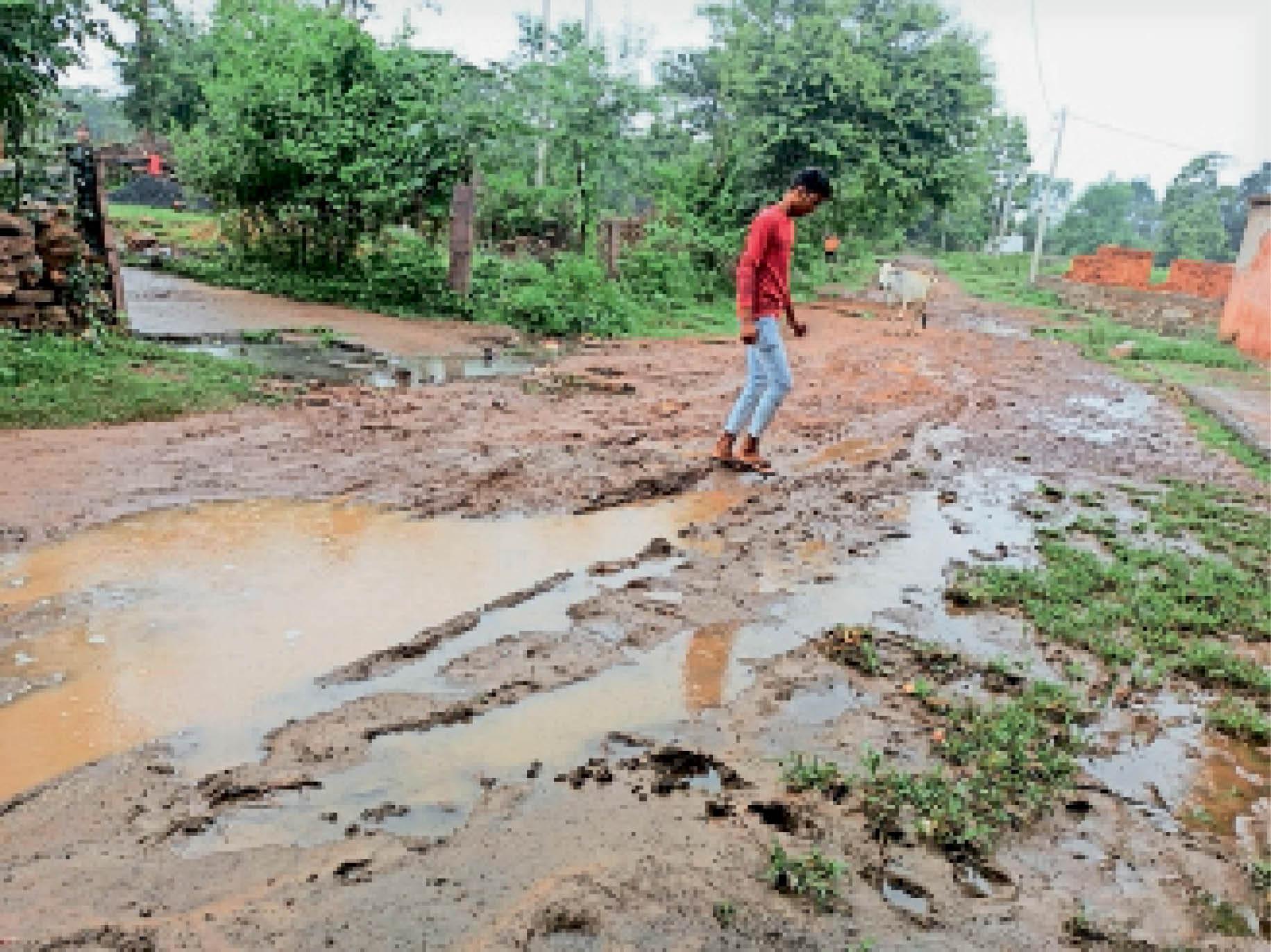 पथरिया  बारिश होते ही मार्ग कीचड़ में तब्दील हो जाते हैं। - Dainik Bhaskar
