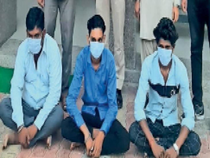 वेश्यावृत्ति का अड्डा चलाने वाला संचालक एवं दो ग्राहक। - Dainik Bhaskar