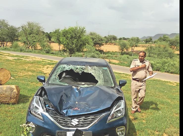 कार शाहपुरा के पास खेत में मिली, चालक फरार|जयपुर,Jaipur - Dainik Bhaskar