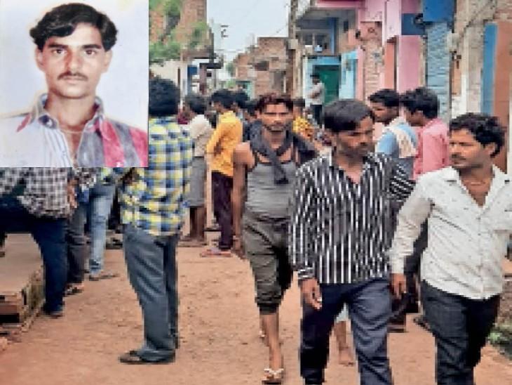 हत्या के बाद घटनास्थल पर मौजूद भीड़। इनसेट में मृतक विकास उर्फ बिट्टू। - Dainik Bhaskar