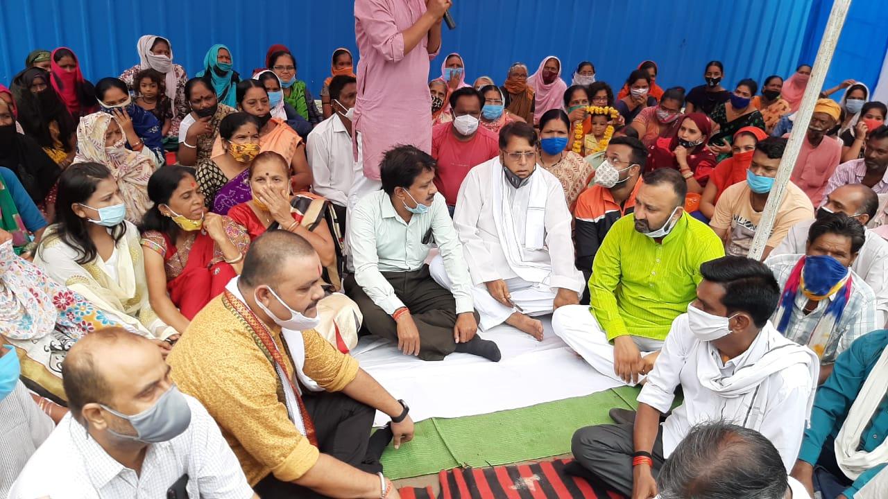 श्याम नगर में निगम के कमर्शियल प्लाट की वजह से मल्टीफ्लैट में रहने वाली जनता का रास्ता बंद, आयुक्त से रास्ता देने की मांग|भोपाल,Bhopal - Dainik Bhaskar