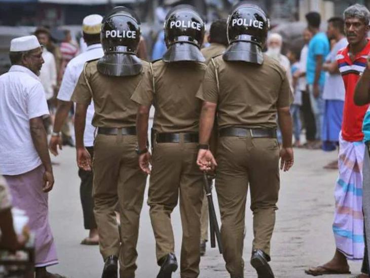 पुलिस ने बताया कि जब इन लोगों को घर से बाहर निकाला गया तो इनकी स्थिति बहुत खराब हो चुकी थी। हॉस्पिटल में इनका इलाज जारी है। (फाइल फोटो) - Dainik Bhaskar
