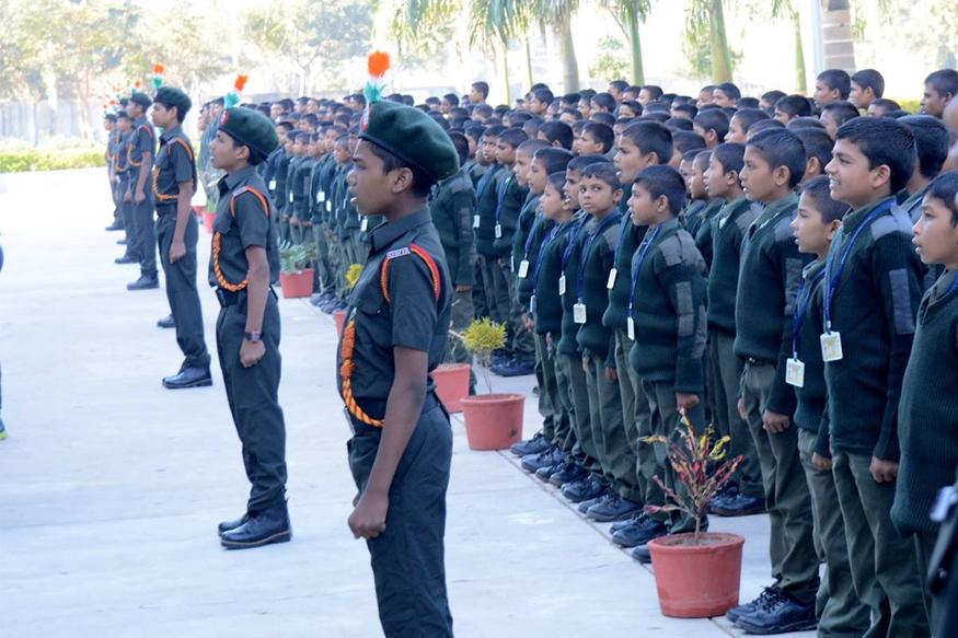 मुख्यमंत्री योगी आदित्यनाथ खाद कारखाना परिसर में शुक्रवार को इसका शिलान्यास करेंगे। - Dainik Bhaskar