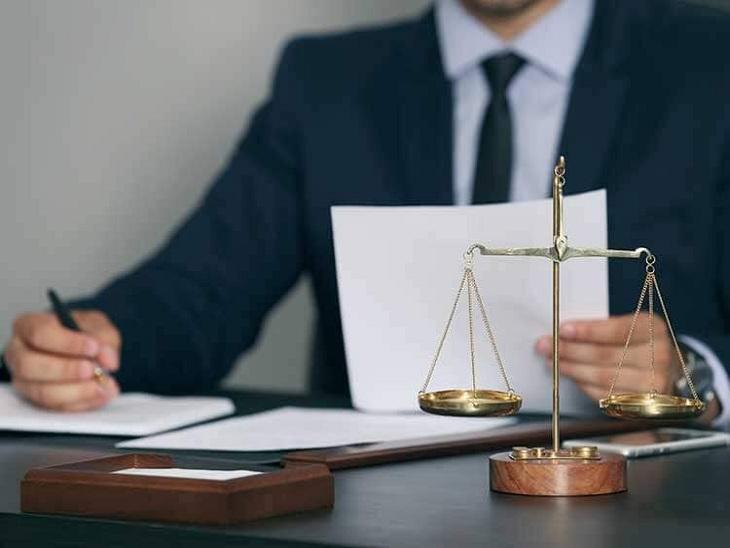एक्सीडेंटल क्लेम का मामला जिला अदालत में साल 2018 में दर्ज हुआ था। - प्रतीकात्मक तस्वीर - Dainik Bhaskar
