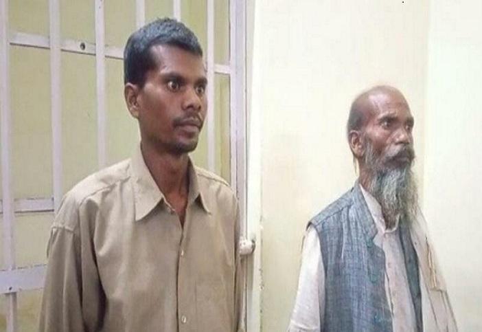 पुलिस के गिरफ्त में आए 2 महीने से फरार बाप बेटे - Dainik Bhaskar