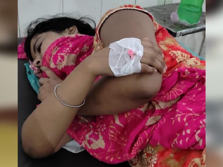 दर्द से कराहती महिला। - Dainik Bhaskar