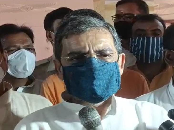 रोहतास दौरे के दौरान उपेंद्र कुशवाहा। - Dainik Bhaskar