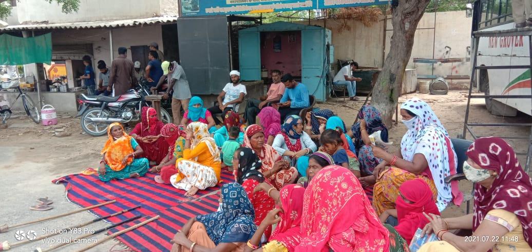 नगर पालिका के सामने लगाया धरना, बोले जब तक मांगों पर कार्रवाई नहीं होती सफाई रहेगी ठप|श्रीगंगानगर,Sriganganagar - Dainik Bhaskar