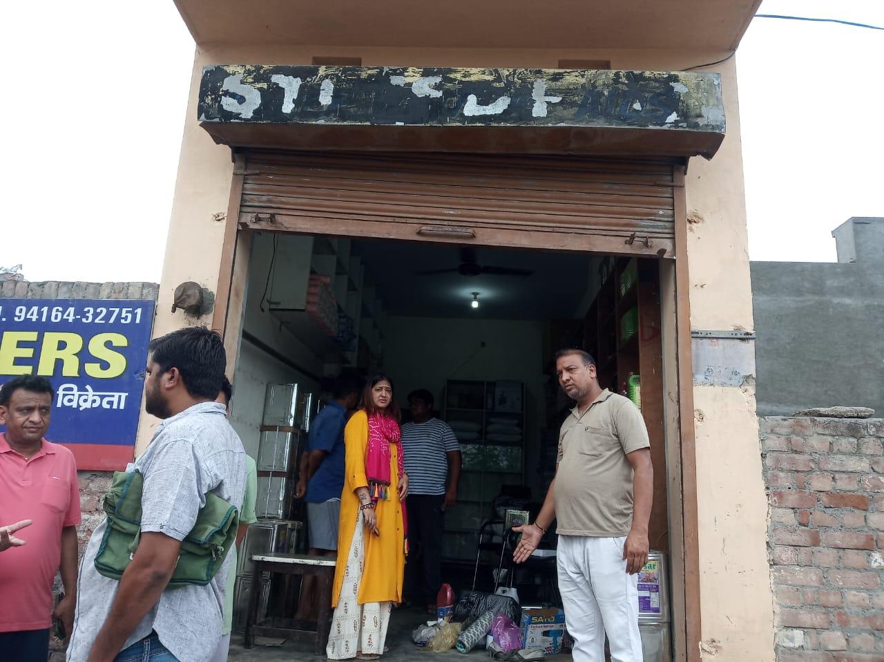 पुलिस चौकी से 200 मीटर दूर थी दुकान, 70 हजार की नकदी और सामान चुराया, CCTV व काउंटर तक ले गए|हरियाणा,Haryana - Dainik Bhaskar