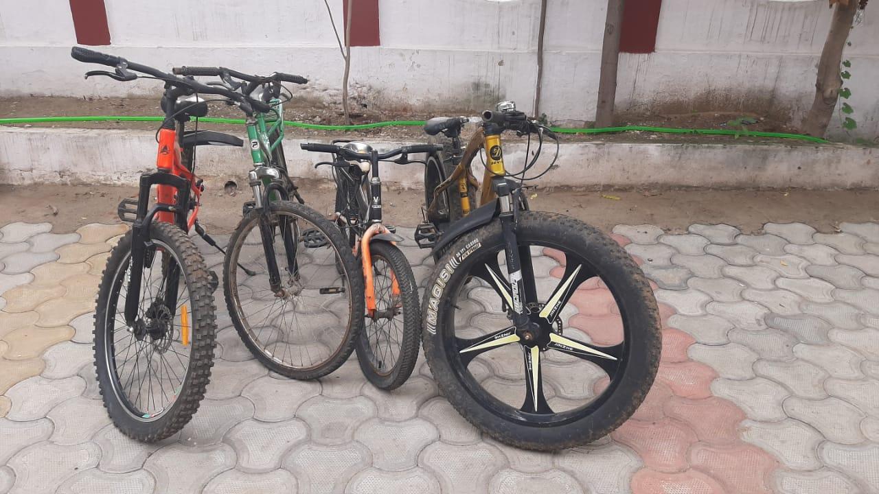 रोज साइकिल बदलकर घर से निकलता था, पुलिस को शक हुआ तो घर से मिली 4 साइकिल, इनमें एक सबसे महंगी बांसवाड़ा,Banswara - Dainik Bhaskar