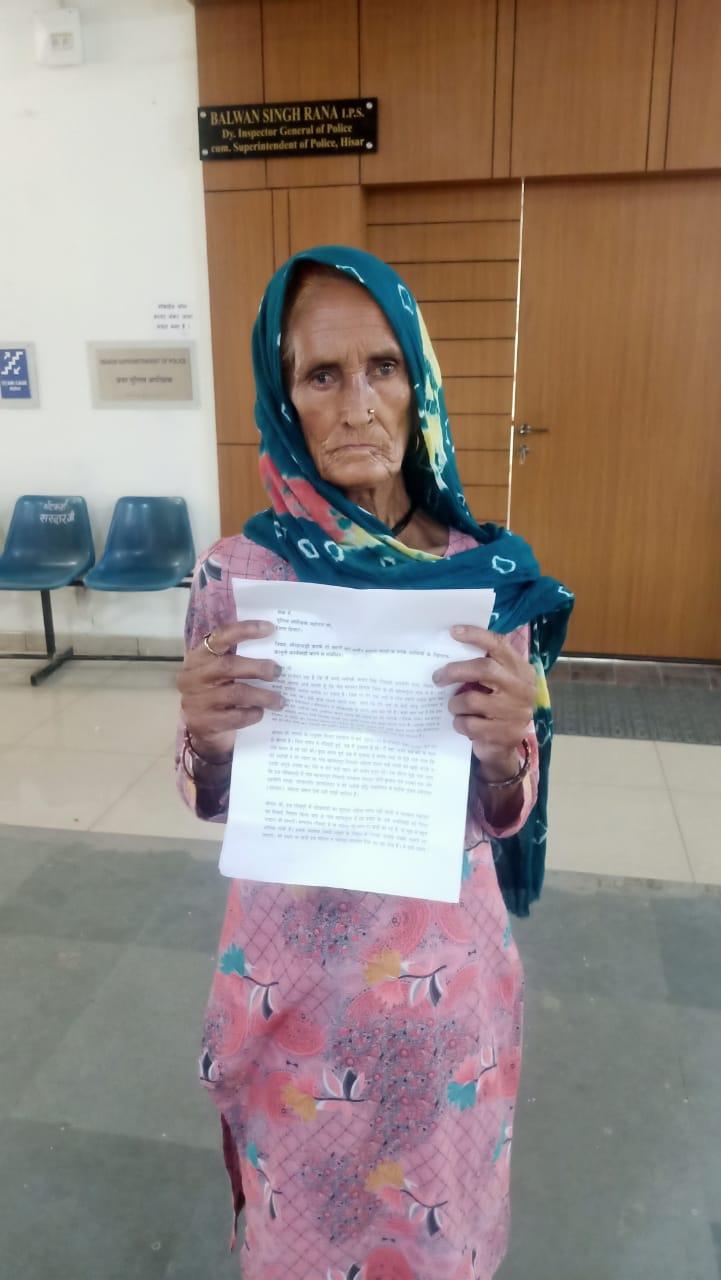 पीड़ित महिला, जिसे उसके अपने ही भतीजों ने मृत दिखा दिया। - Dainik Bhaskar