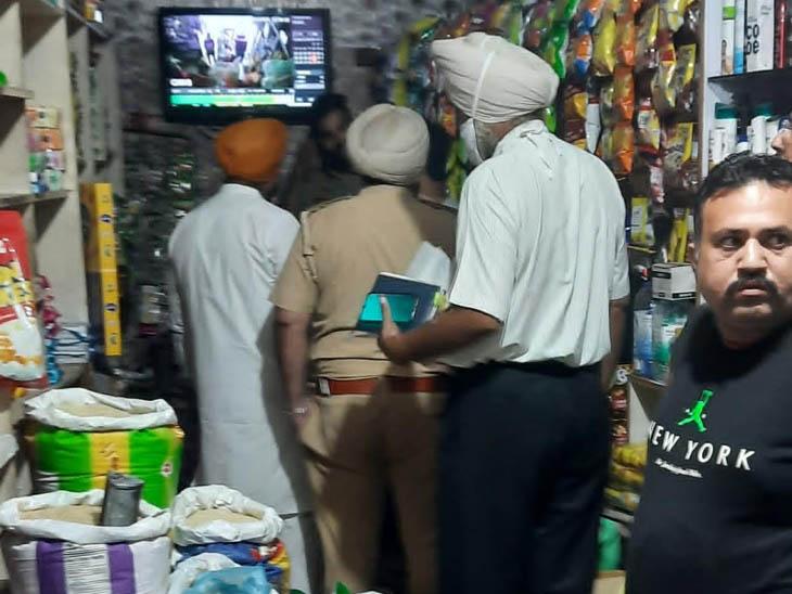विनोद करियाना शॉप पर सीसीटीवी फुटेज चेक करने पहुंची पुलिस।