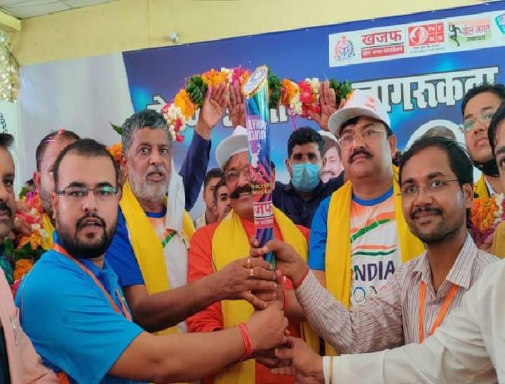 1 महीने तक प्रदेशभर में घूमकर बढ़ाएगी खिलाड़ियों का उत्साह, कल 5 जिले करेगी कवर बरेली,Bareilly - Dainik Bhaskar