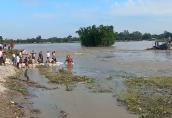 सिकरहट्टा-मझारी निम्न बांध टूटकर बहा, तिलयुगा में जा मिला कोसी नदी का पानी, 3 हजार से अधिक लोगों के घरों में घुसा पानी|बिहार,Bihar - Dainik Bhaskar