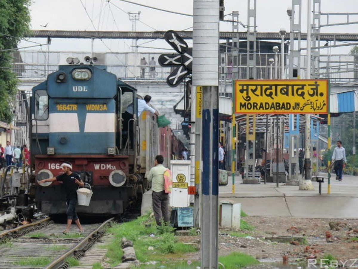 शाहजहांपुर में ब्लॉक की वजह से फिर बदला 4 गाड़ियों का रूट, 2 ट्रेनें तय रूट पर ही चलेंगी; 16 ट्रेनें कैंसिल|मुरादाबाद,Moradabad - Dainik Bhaskar