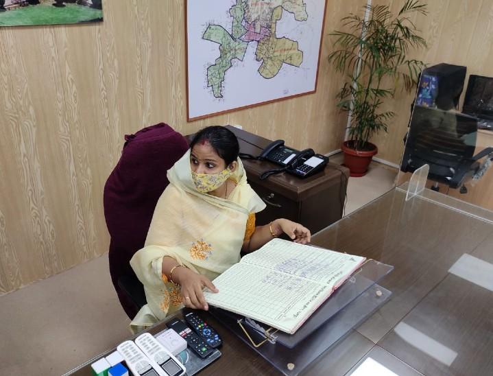 औचक निरीक्षण के दौरान अधिकारियों के चेंबर पर मिले ताले, बोलीं- जो समय पर नहीं आ सकता, उसकी जरूरत नहीं|जयपुर,Jaipur - Dainik Bhaskar