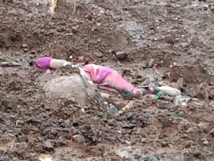 रायगढ़ में लैंडस्लाइड के 24 घंटे बाद मलबा हटाने पर महिला की लाश मिली।