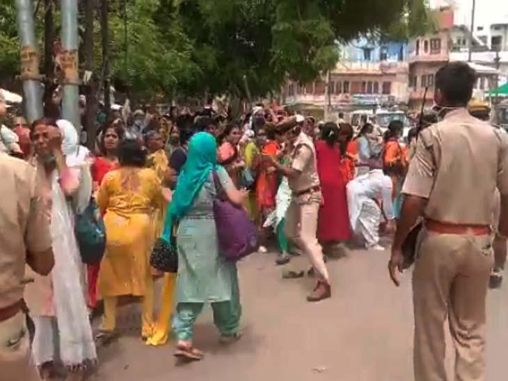 गुरु पूर्णिमा पर जेल से हॉस्पिटल आया आसाराम; महिलाओं समेत बड़ी संख्या में समर्थक जुटे, पुलिस ने खदेड़ा|जोधपुर,Jodhpur - Dainik Bhaskar