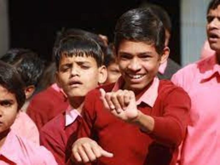 कोरोनाकाल के 16 महीनों में शिक्षा से दूर हो गए मासूम। - Dainik Bhaskar