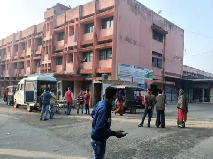 अस्पताल के इमरजेंसी गेट के पास बने कैंटीन के पास बनेगा हेल्प डेस्क, 24 घंटे कर्मचारी रहेंगे और काम करेंगे भागलपुर,Bhagalpur - Dainik Bhaskar