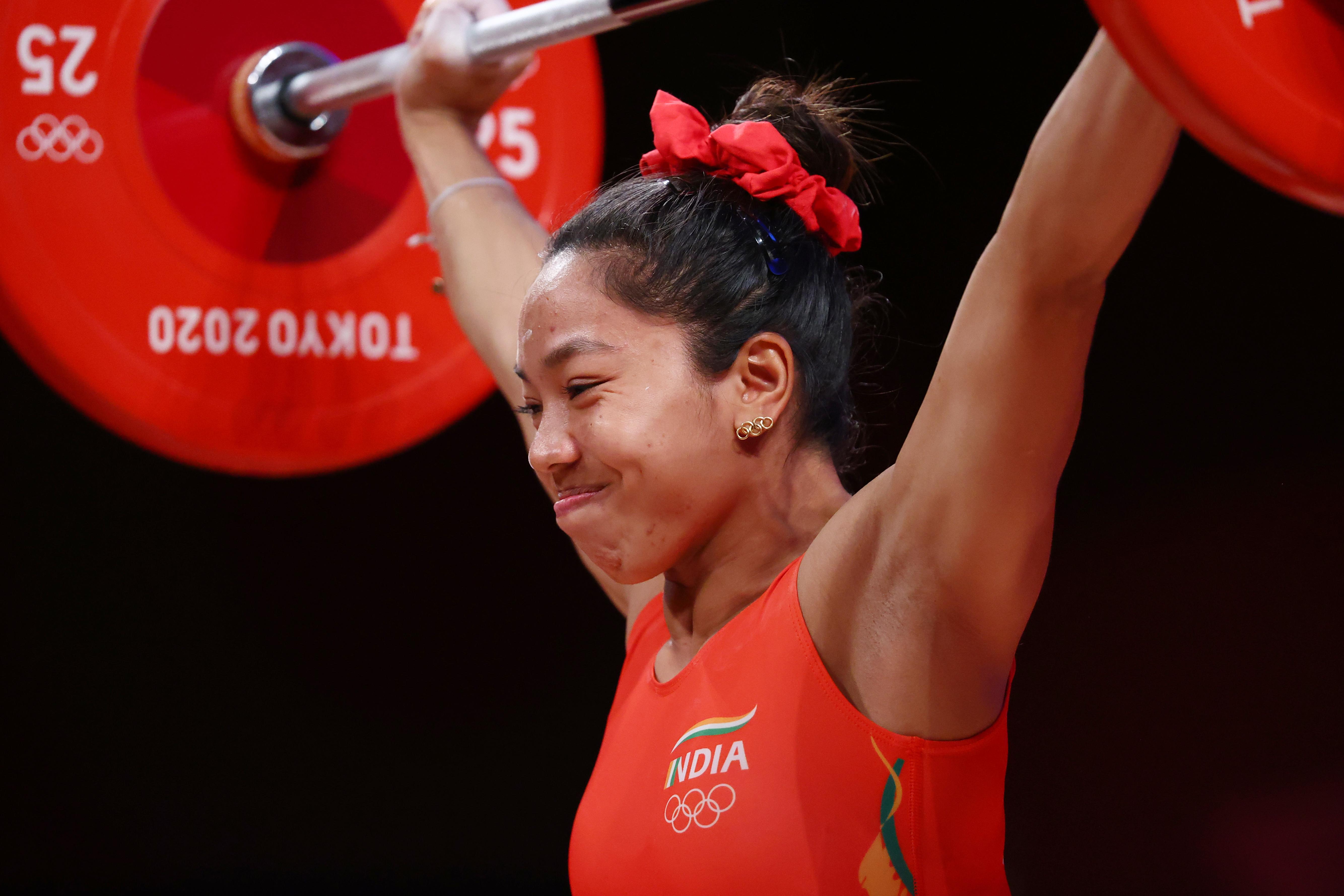 टोक्यो ओलिंपिक के फाइनल इवेंट के दौरान मीराबाई चानू।