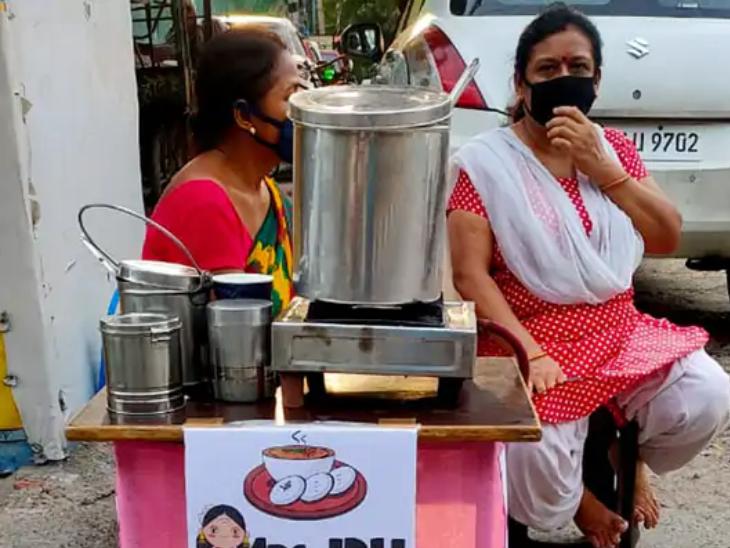 गीता के काम में उनकी सास मदद करती है। गीता हर दिन शाम पांच बजे से दुकान लगाती हैं।
