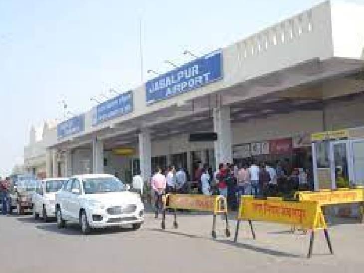 दिल्ली-जबलपुर प्लाइट 4 बार के प्रयास में नहीं उतरा तो बनारस में करानी पड़ी लैंडिंग, वहीं मुंबई-जबलपुर फ्लाइट को लखनऊ डायवर्ट किया|जबलपुर,Jabalpur - Dainik Bhaskar