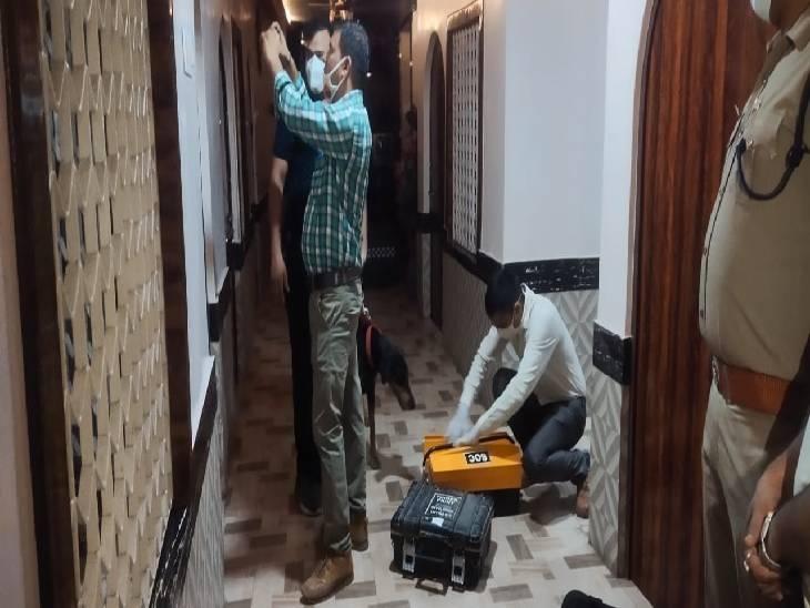 युवक संग होटल में ठहरने आई थी, बहाने से होटल से बाहर निकला युवक; कमरे में मिला शव बरेली,Bareilly - Dainik Bhaskar