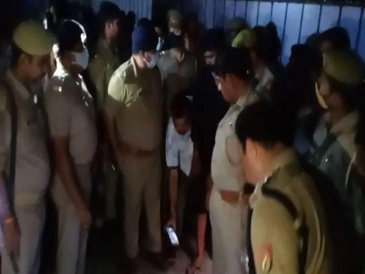 घटना के बाद मौके पर पहुंची पुलिस ने घटनास्थल पर की छानबीन।