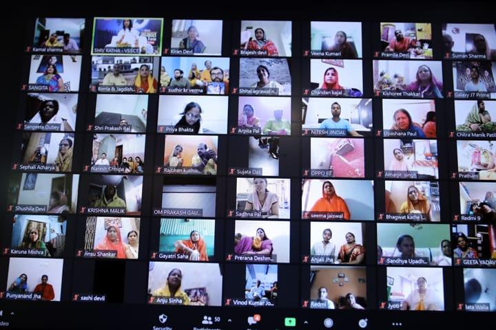 सीमित संख्या में शिष्यों को गुरुपूजन कार्यक्रम में सम्मिलित किया गया। कोरोना काल को देखते हुए बड़ी एलईडी स्क्रीन लगाकर शिष्यों को ऑनलाइन जोड़ा गया।