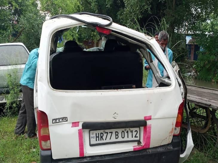 अनियंत्रति होकर पलट गई तेज रफ्तार वैन, एक की मौत, 10 घायल बरेली,Bareilly - Dainik Bhaskar