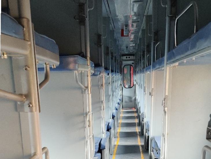 शानदार इंटीरियर के साथ रेलवे ने फिर शुरू की उज्जैन एक्सप्रेस, पौने दो साल से बंद था संचालन, ट्रेन में मॉडर्न कोच, पेयजल के लिए RO लगाए|मुरादाबाद,Moradabad - Dainik Bhaskar